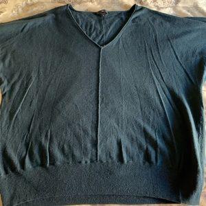 Thin gap sweater